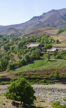 Hiking along the Chiragli – Dastafur trail