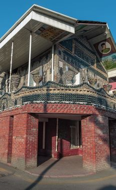 Сделайте фото Бутылочного дома в Гяндже