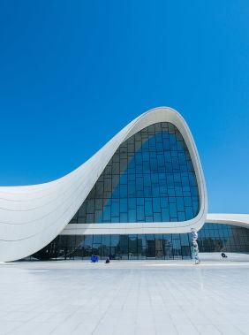 Посетите Центр Гейдара Алиева необычной формы