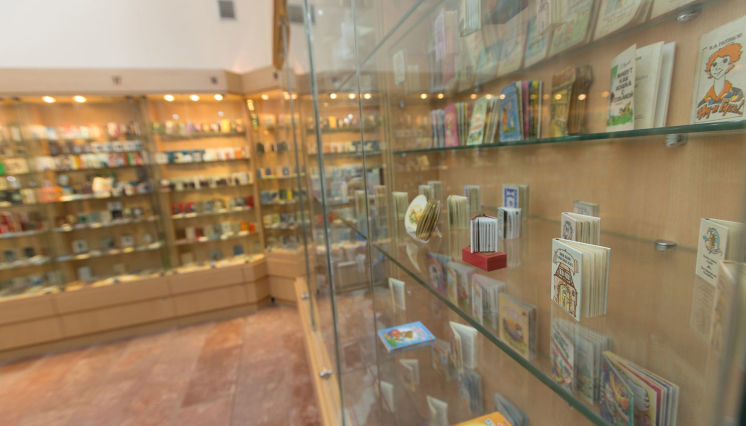 Miniature Books' Museum