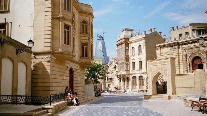 Free walking tour in Baku